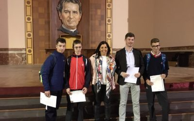 Los alumnos del curso pasado reciben los  diplomas de «Cambridge»