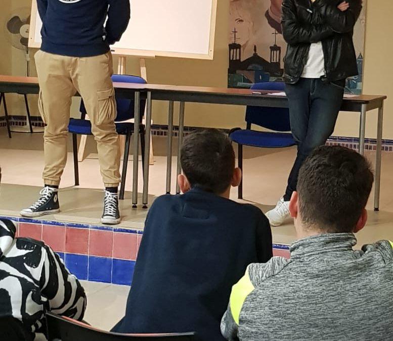 """Alfonso Liceras, portero del Malaga C.F , visita a los chicos de la residencia """"D. Marcial Portillo""""."""